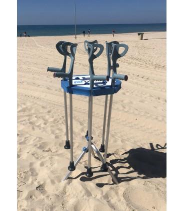 Las Muletas Anfibias permiten caminar cómodamente por la arena en la playa y  flotan en el agua
