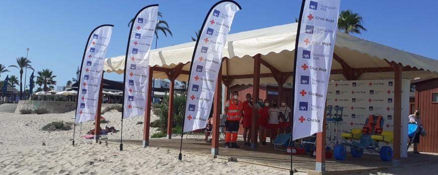 La Barrosa, una de las dos playas de Andalucía que amplía el servicio de Baño Adaptado